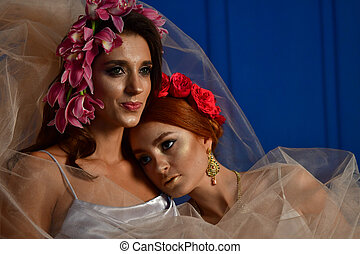 sauvage, portrait, fantasme, elegance., magnifique, deux, dames, couronnes, flowers.