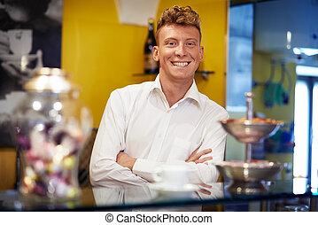sbarra, lavorativo, barman, sorridere felice, uomo