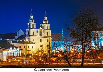 scène nuit, bâtiment, de, cathédrale, de, esprit saint, dans, minsk, -