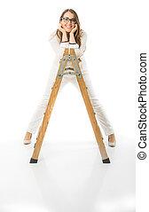 scala legno, donna, occhiali