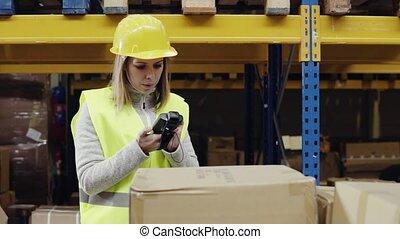 scanner., entrepôt, barcode, ouvrier, femme