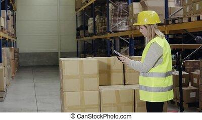 scanner., entrepôt, femme, ouvrier, barcode