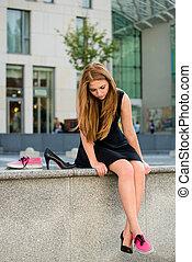 scarpa, dilemma, -, scarpe tennis, contro, alti talloni