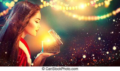 scatola, donna, regalo, bellezza, apertura, sopra, giovane, sfocato, scene., brunetta, costume, fondo, festa, vacanza, natale