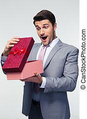 scatola, uomo affari, regalo, apertura