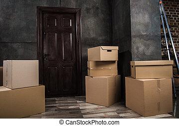 scatole cartone, in, stanza