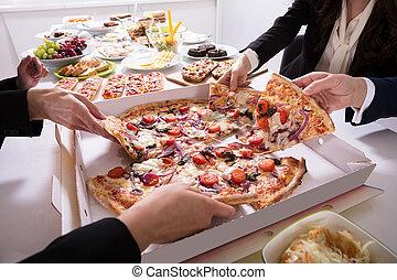 scegliere, fetta, amici, pizza