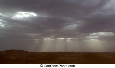 Scene before a sandstorm: Ray of lights in the desert (...