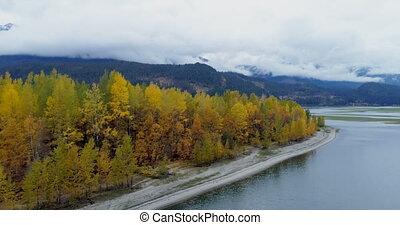 """""""scenic, ansicht, von, gebirgszüge, herbstbäume, und, see,..."""