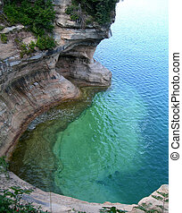 Scenic Michigan lakes - Emerald waters at Pictured Rocks ...
