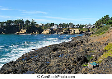 scenic oregon - scenic image of waves crashing on the oregon...