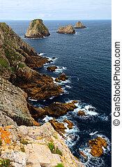 Atlantic coast in Brittany - Scenic view from Pointe de ...