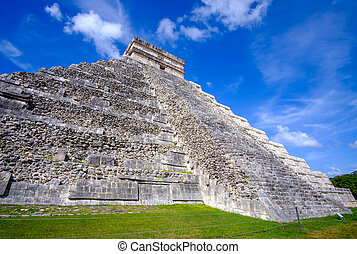 Scenic view of Mayan pyramid the Castillo in Chichen Itza