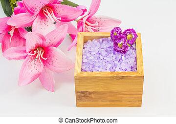 Scented bath salt in a box