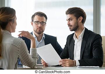 sceptique, sur, directeurs, candidat, unconvinced, hr, embauche, femme, mâle