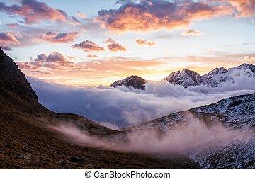 schöne , alps, italien, national, morgen, herbst, majestätisch, dämmern, bunter , landschaftsbild, berg, szene, tal, world., paradiso, dramatisch, neblig, groß, himmelsgewölbe, bewölkt , park, gran, ansicht