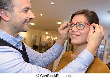 schöne, Augenarzt, brünett, weibliche, Wählen, Optik, kaufmannsladen, Brille