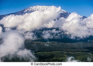 schöne , berg, wolkenhimmel, umgeben, kilimanjaro, landschaftsbild