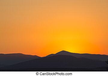schöne , berge, landschaftlich, aus, sonnenuntergang, reich, orange, ansicht