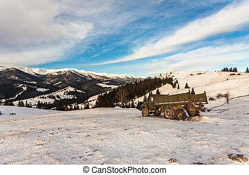 schöne , berge, schneebedeckt