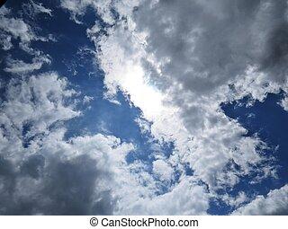 schöne , blaues, wolkenhimmel, himmelsgewölbe, sonnenlicht, schwarzer hintergrund, weißes