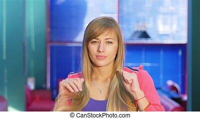 schöne , blond, genießt, erzielt, a, strike., sprünge, für,...