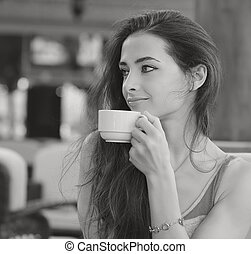 schöne , bohnenkaffee, frau, cup., trinken, schwarz, porträt, weißes, lächeln