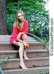 schöne , brücke, frau sitzen, kleiden, rotes