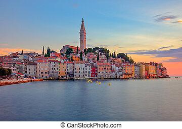 schöne , bunte, sonnenuntergang, an, rovinj, stadt, in, kroatien