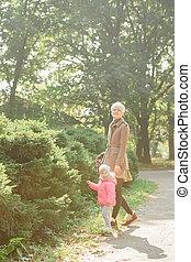 schöne , draußen, sie, schoenheit, family., nature., mutter, park, baby, joy., zusammen., kind, mama, porträt, outdoors., spielende , glücklich