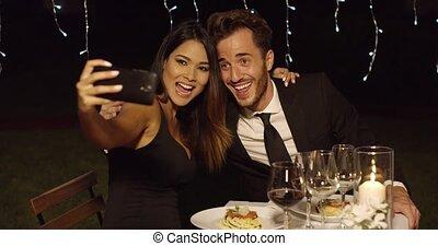 schöne , ehepaar, aufwirft, romantische , selfie
