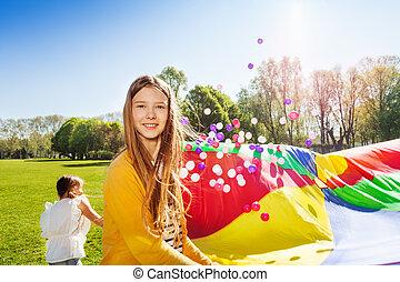schöne , fallschirm, spiel, freundinnen, spielende