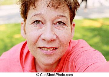 schöne, frau, altes,  45, Jahre, draußen, Porträt