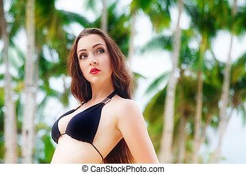 schöne frau, bäume., junger, langes haar, bikini, schwarz, unter, handfläche, entspannt