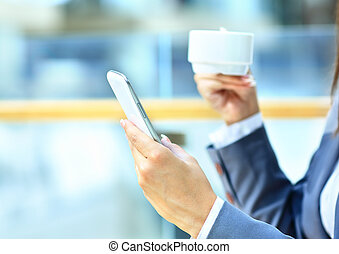 schöne frau, beweglich, schreibt, sms, junger, telefon, dein