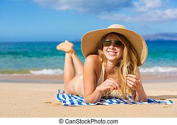 schöne frau, entspannend, auf, tropischer strand