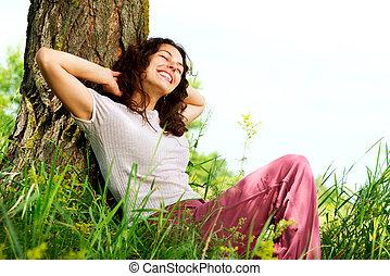 schöne frau, entspannend, natur, junger, outdoors.
