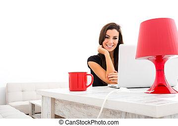 schöne frau, erfreulicherweise, laptop, junger, gebrauchend,...