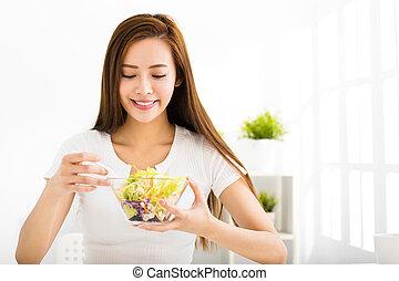 schöne frau, essende, gesunde, junger, lebensmittel