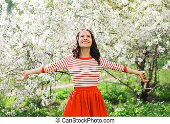 schöne frau, kleingarten, fruehjahr, junger, blühen, ...