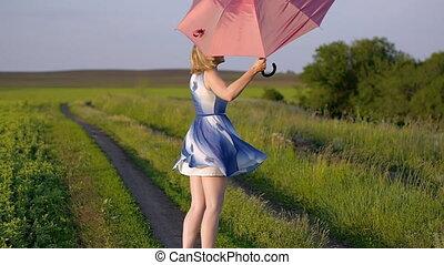 schöne, goldenes, schirm, Stunde, tanzen, gefuehle, Feld, spinnen, grün, lachender, Porträt, Sonnenuntergang, Lächeln, gras, m�dchen, rotes