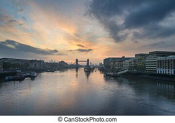 schöne , herbst, herbst, dämmern, sonnenaufgang, aus, fluß themse, und, ragen brücke hoch, in, london