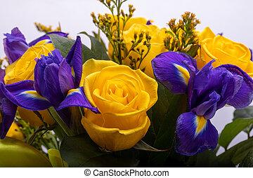 schöne , iris, floristic, blaues, blumengebinde, gelbe rosen