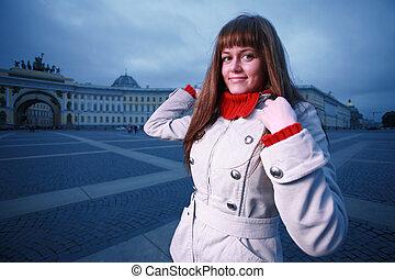 schöne , junge frau, an, palast quadrat, str.. petersburg, russia.