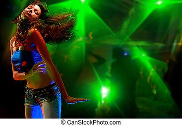 schöne , junge frau, tanzen, in, der, nachtclub