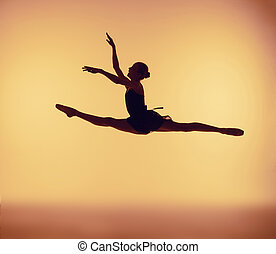 schöne , junger, ballettänzer, springende , auf, a, orange, hintergrund.