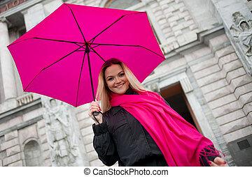 schöne , junger, und, glücklich, blond, frau, mit, bunte, schirm, auf, der, straße., der, begriff, von, positivity, und, optimismus