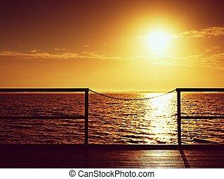 schöne , kai, tourist, bunte, hölzern, aus, leerer , sonnenaufgang, ocean., pier, morning.