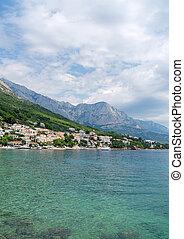 schöne , kueste, von, der, cluburlaub, stadt, von, brela, in, croatia.