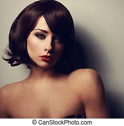 schöne , kurzes haar, woman, aussieht, sexy, mit, rote...